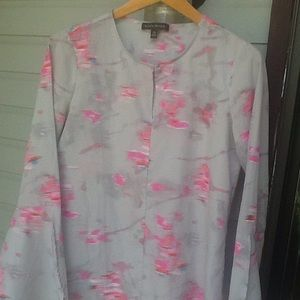 Banana Repub on point blouse slit sleeves